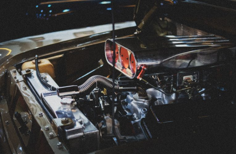 Fachowcy zajmujący się regeneracją turbosprężarek